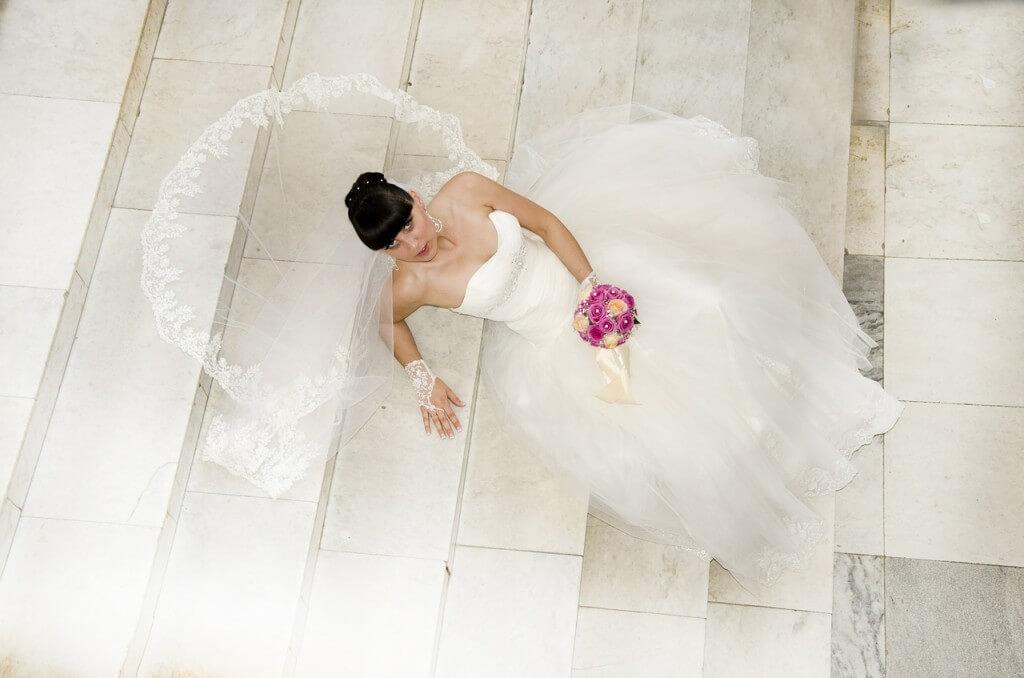 Suknia ślubna podczas ślubu