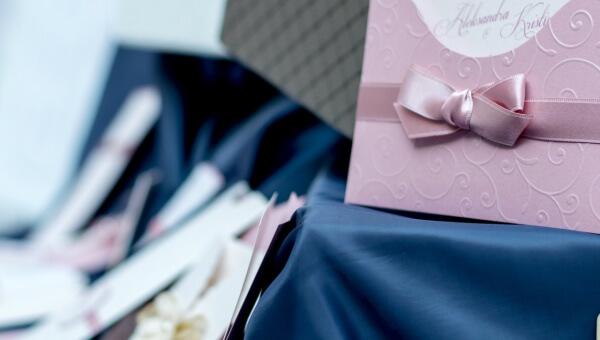 Zaproszenia ślubne i czasy się zmieniają