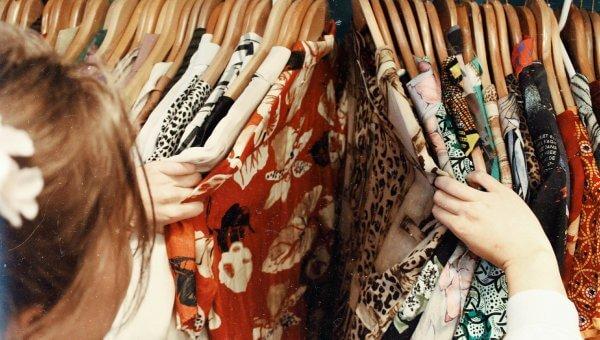 Zakupy online – jak wybrać odpowiedni rozmiar sukienki